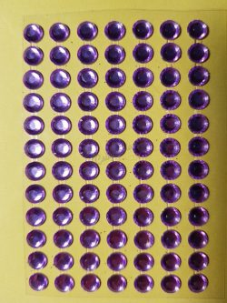 Lila színű csiszolt kő hatású strasszkő (84db)