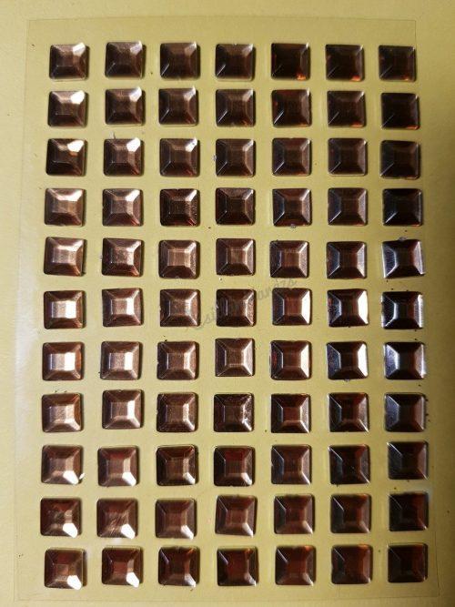 Arany színű négyzet alakú csiszolt kő hatású strasszkő (84db)